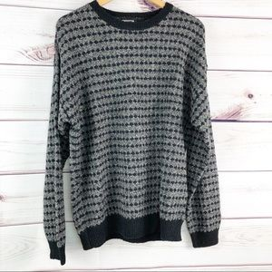 S154 Vintage Claiborne pullover sweater.
